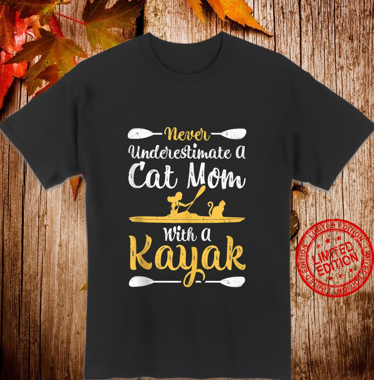 Funny Never Underestimate A Cat Mom With A Kayak Shirt